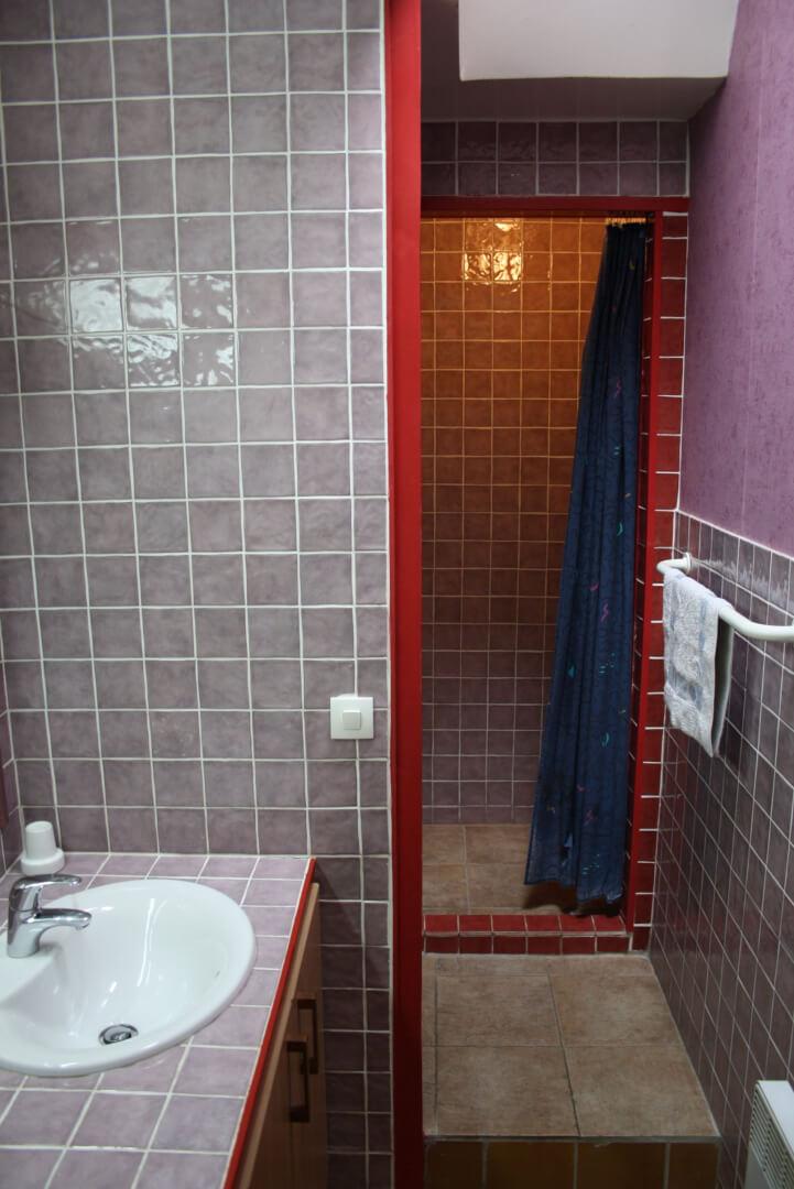salle-de-bain-cuisine-équipée-villa-appartement-saisonniers-f1-villa-liberte